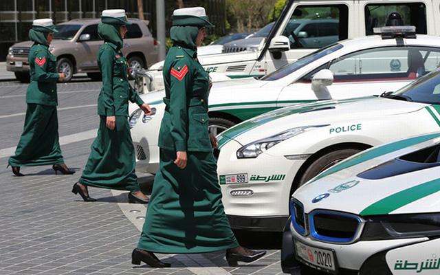 Mobil Mewah Polisi